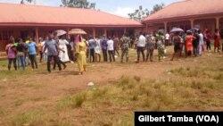 Des électeurs lors du jour de vote, au Nigeria, le 19 septembre 2020. (VOA/Gilbert Tamba)