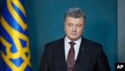 Presiden Ukraina Petro Poroshenko (foto: dok). Kantor Presiden Poroshenko mengumumkan perintah pemblokiran akses ke sejumlah situs Rusia.