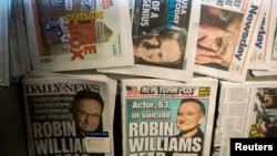 지난달 12일 우울증으로 자살한 미국 배우 로빈 윌리엄스에 관한 기사가 실린 신문들이 뉴욕 거리 가판대에 진열돼 있다.
