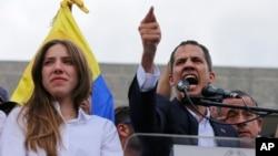 Juan Guaidó, presidente encargado de Venezuela regresó a su país acompañado de su esposa Fabiana Rosales, el lunes 4 de marzo.