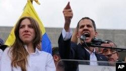 在委内瑞拉首都加拉加斯,反对派领导人瓜伊多在要求总统马杜罗下台的集会上向支持者发表讲话。(2019年3月4日)