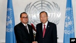 면담에 앞서 악수하고 있는 반기문 유엔 사무총장과 리수용 북한 외무상