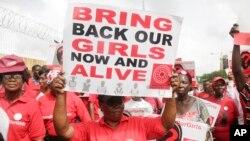 """'Yan kungiyar """"Bring Back Our Girls"""" masu fafutukar neman a sako 'yan matan Chibok, a wani gangami da suka yi a watan Afrilun bara a jihar Legas"""