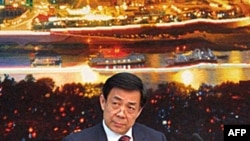 重庆市委书记薄熙来在一个记者会上(资料照片)
