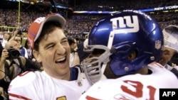 Tifozët e ekipit Giants të Nju Jorkut festojnë kupën e futbollit amerikan