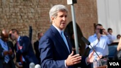 U.S. Secretary of State John Kerry updates the media about developments in Iranian nuclear negotiations, Vienna, Austria, July 5, 2015. (Brian Allen/VOA)