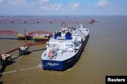 裝載俄羅斯液化石油氣的油輪2018年7月18日在中國江甦的南通港卸貨。