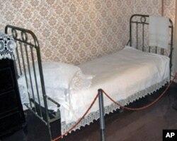 圣彼得堡列宁故居博物馆中列宁的床