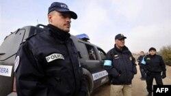 Pripadnici policije Fronteksa blizu granice sa Turskom