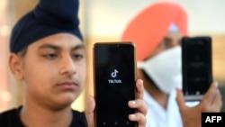 TikTok, memangkas jumlah tenaga kerjanya di India setelah ratusan juta penggunanya menutup akun mereka untuk mematuhi larangan pemerintah. (Foto: ilustrasi).