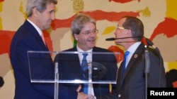 Italy's Foreign Minister Paolo Gentiloni (C), U.S. Secretary of State John Kerry (L) and UN special envoy for Libya Martin Kobler at a joint news conference following an international conference on Libya at the Ministry of Foreign Affairs in Rome, Dec. 13