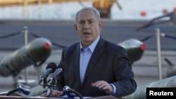 Perdana Menteri Israel Benjamin Netanyahu berbicara pada wartawan di markas angkatan laut di Eliat (10/3).