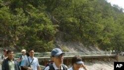 2004년 금강산을 방문한 남한 관광객들 (자료사진)