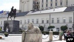 Площадь перед президентским дворцом в Варшаве.