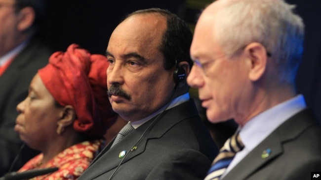 AU President Mohamed Ould Abdel Aziz, center, European Council President Herman Van Rompuy (r) and African Union Commission Chairperson Nkosazana Clarice Dlamini Zuma, address the media at the end of an EU-Africa summit in Brussels, April 3, 2014.