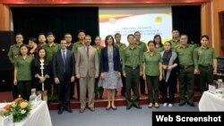 Hoa Kỳ khai giảng một chương trình giảng dạy Tiếng Anh mới dành cho Bộ Công an ngày 21/10/2020. Photo US Embassy Hanoi.