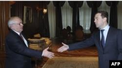 Уполномоченный по правам человека РФ Владимир Лукин и Президент России Дмитрий Медведев