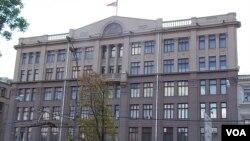 离莫斯科红场不远的前苏共中央办公大楼,目前是俄罗斯总统办公厅所在地。(美国之音白桦拍摄)