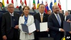 Parlemen Eropa, disaksikan oleh Sekjen PBB Ban Ki-moon, sepakat mendukung ratifikasi perjanjian iklim Paris hari Selasa (4/10).