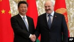 中国国家主席习近平(左)和白俄罗斯总统卢卡申科2015年5月10日在明斯克举行会晤