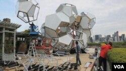 Smjela umjetnička instalacija privlači posjetitelje na krov Metropolitana
