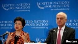 Direktur WHO, Dr. Margaret Chan (kiri) dan pejabat PBB Dr. David Nabarro memberikan penjelasan tentang wabah ebola di Afrika Barat di UN Foundation di Washington DC (3/9/2014).