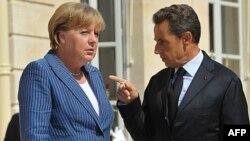 Nemačka kancelarka Angela Merkel i predsednik Francuske Nikola Sarkozi uoči razgovora u Parizu