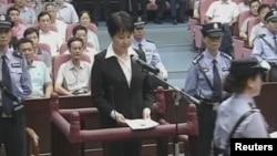 2012年8月20 日谷開來出席庭審