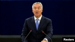 ARHIVA - Predsednik Crne Gore Milo Đukanović (Foto: Reuters/Vincent Kessler)