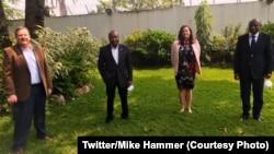 Ambassadeur Mike Hammer ya Etats-Unis na bokutani na bakambi ba sika ba misala mya kopekisa mpe kobundisa kaniaka na RDC, na Kinshasa, 21 juillet 2020. (Twitter/Mike Hammer)