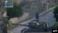 Suriye'de Muhalefete Tanklı Saldırı