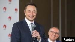South Australian Premier Jay Weatherill, right, listens to Tesla Chief Executive Officer Elon Musk speak during an official ceremony in Adelaide, Australia, July 7, 2017. to announce that Tesla will install the world's largest grid-scale battery in the So