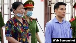 Bà Cấn Thị Thêu và anh Trịnh Bá Tư tại phiên tòa ngày 5/5/2021 ở tỉnh Hòa Bình. Photo TTXVN