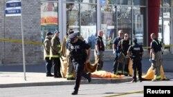 Policija na mjestu napada u predgrađu Toronta, 24. april 2018.