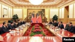 지난해 6월 20일 김정은 북한 국무위원장과 시진핑 중국 국가주석이 회담을 하고 있는 모습을 북한 관영 '조선중앙통신'이 공개했다.