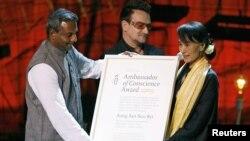 Bà Suu Kyi nhận Giải Đại sứ của Lương tâm
