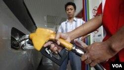 Los precios de la gasolina han desestabilizado los presupuestos del ciudadano normal lo que nuevamente lo lleva a cuidar mejor el dinero y no gastar.