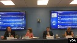 台灣數碼政務委員唐鳳(左一)2019年4月23日參加喬治華盛頓大學座談會(美國之音鍾辰芳拍攝)