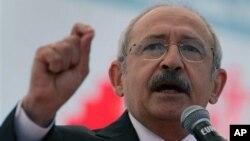 Brüksel'de temaslarda bulunan CHP lideri Kemal Kılıçdaroğlu, Rehyanlı'daki saldırı konusunda Başbakan Erdoğan'ı hedef aldı.
