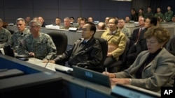 韩国总统李明博听取美国驻韩部队汇报