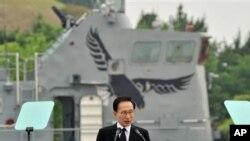 29일 한국 해군 2함대 사령부에서 열린 '제2 연평해전' 기념식에 참석한 이명박 한국 대통령.