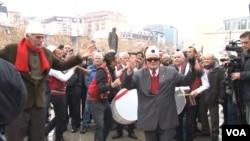 Slavlje na ulicama Prištine posle odluke parlamenta o transformaciji KBS u Vojsku Kosova (Foto: VOA)