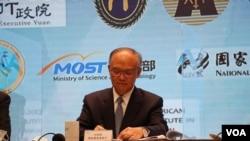 台湾行政院政务委员邓振中表示,美台经济对话的目标是要建立两国之间机制性的沟通管道。(美国之音李玟仪摄)