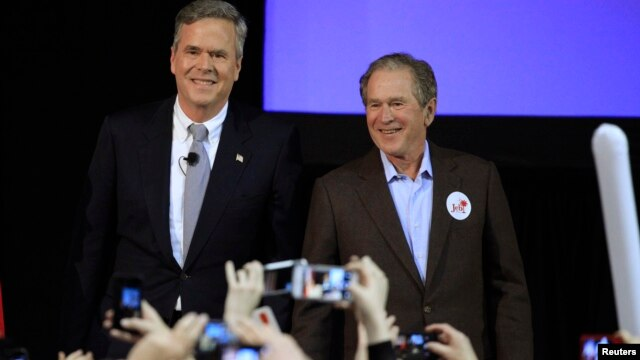 Republican U.S. presidential candidate Jeb Bush (L) is joined by his brother former, U.S. President George W. Bush, on the campaign trail for the first time in the 2016 campaign at a rally in North Charleston, South Carolina, Feb. 15, 2016.