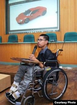 Muhammad Fahmi Husaen, mahasiswa Sekolah Vokasi UGM masuk 5 besar kontes desain mobil listrik oleh Muscle Car Indonesia (MCI) pada 2018. (Foto: Humas SV)