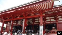 日本和台灣互相免簽證,許多台灣人去日本旅遊。東京淺草寺就有台灣游客