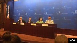 در این نشست امانوئل آتولنگی، مارک دو بوویتز و دایان کاتز حضور داشتند.