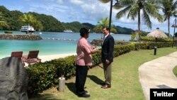 美國國防部長埃斯珀在他的推特上發布的訪問帕勞的照片。