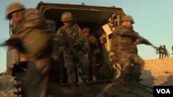 一千多名南韓海軍陸戰隊員在美國支援下在東南海岸,進行了一次兩棲登陸演習。(視頻截圖)