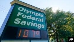 Bảng điện tử ghi nhận nhiệt độ ở mức 107 độ F chiều tối ngày thứ Hai, 28 tháng 6, 2021, ở thành phố Olympia, bang Washington.